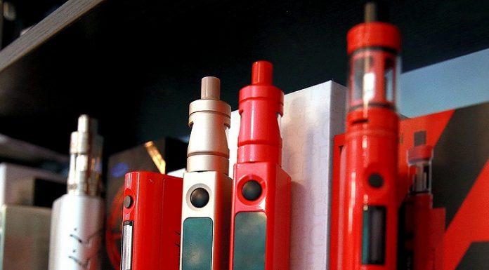 Экспертный совет при кабмине РФ выступил против уравнивания электронных и обычных сигарет
