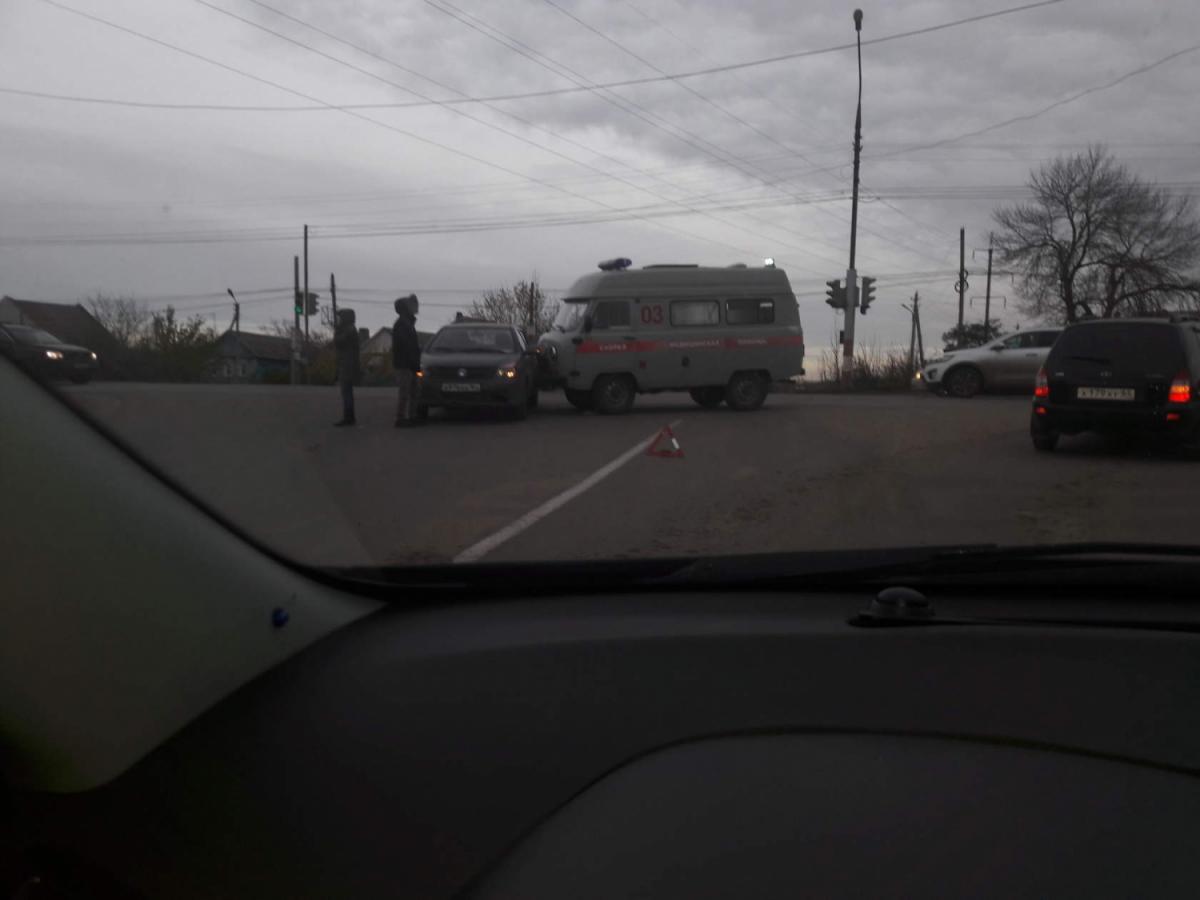 В Саратовской области столкнулись «скорая» и «Джили»
