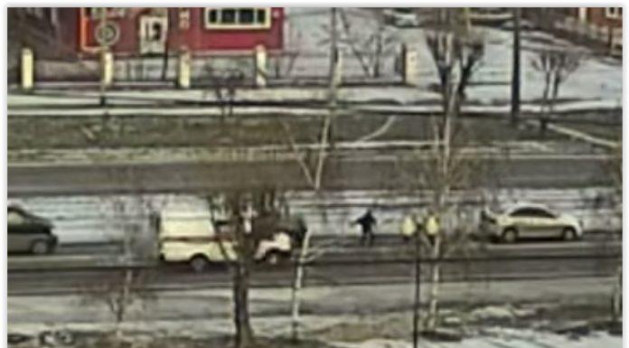 В Красноярске скорая сбила пешехода и сама его госпитализировала
