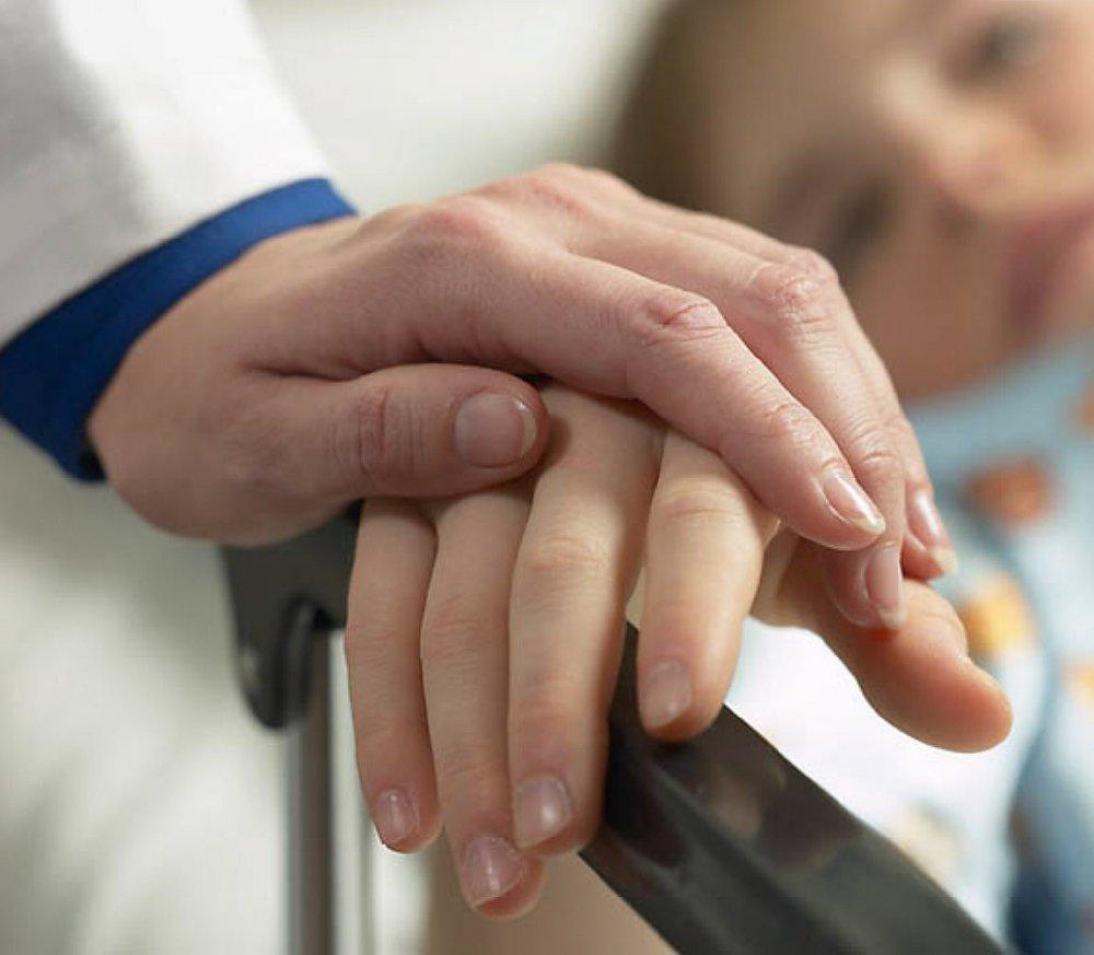 Правительство поручило Минздраву повысить доступность и качество медпомощи онкобольным