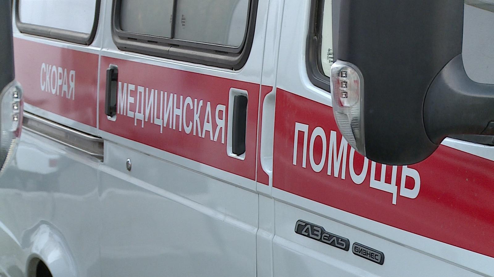 Неадекватный петербуржец порезал колёса и обстрелял машину скорой помощи