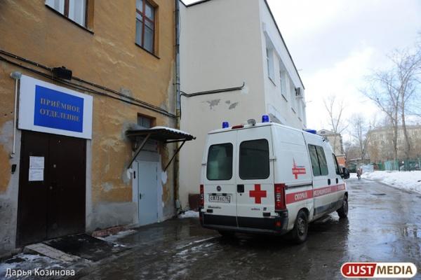 В Свердловской области у погрязшей в долгах ЦРБ заканчивается бензин для скорых