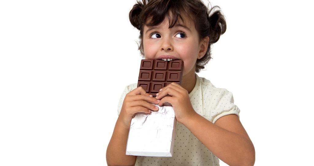 Минздрав хочет запретить детям рекламировать фастфуд и сладости с 2019 года