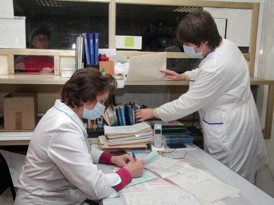 В регистратурах российских поликлиник введут разделение труда и установят микрофоны