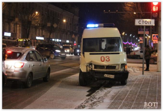 В Твери в ДТП со скорой помощью пострадала фельдшер