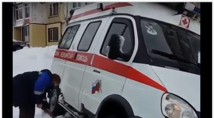 В Петропавловске в снегу застряла машина «скорой» с рожающей женщиной