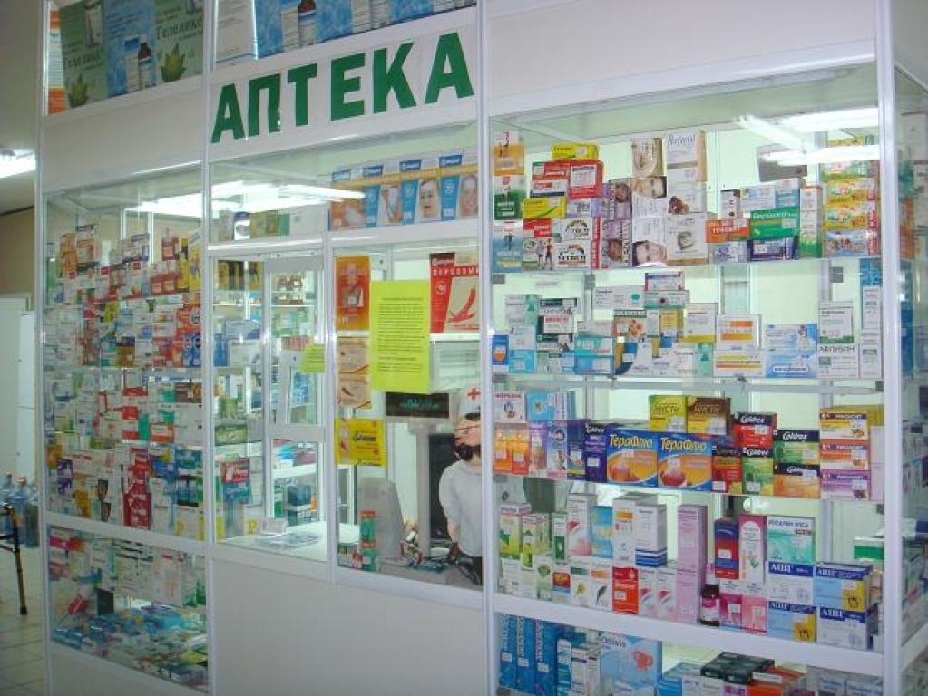 В севастопольской аптеке на фармацевта напал мужчина с ножом