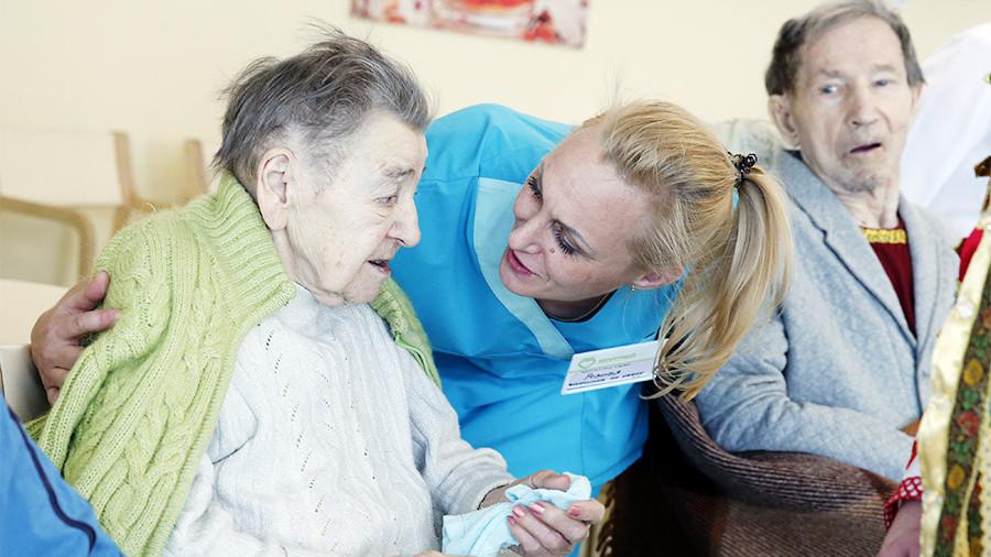 В России планируют запретить агрессивным родственникам навещать пожилых пациентов