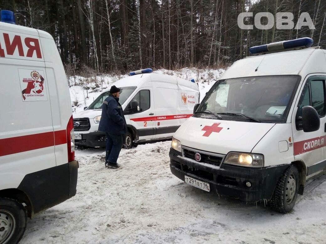 На Московском тракте недалеко от Первоуральска произошло ДТП с участием скорой помощи, которая перевозила в больницу трёх пациентов. Снимки происшествия выложила на своей странице во Вконтакте служба спасения «Сова».