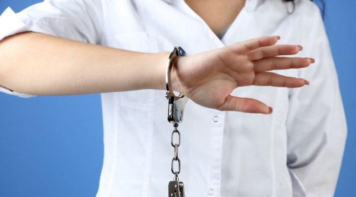 Как врачам избежать уголовного преследования