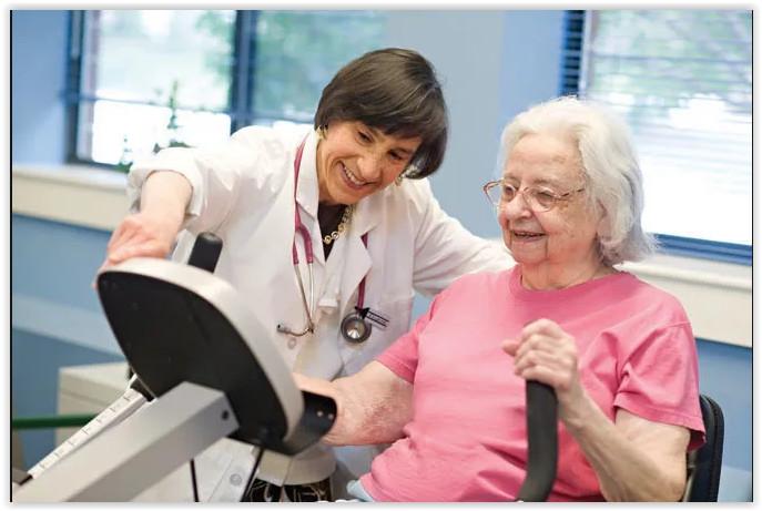 В ОМС включили гериатрическую помощь пациентам старшего возраста