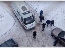 В Новочеркасске автомобилист заблокировал скорую и бросался на её водителя с кулаками