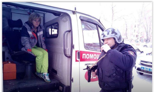 В Омске медикам скорой пришлось сбежать от пациентов, оставив чемодан с препаратами
