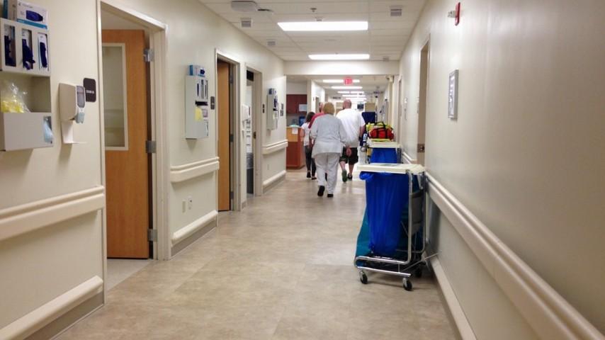 В Пермской больнице сопровождающий пациентку устроил погром
