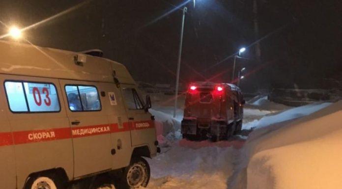 В Магадане из-за снега до больницы не доехали две машины скорой