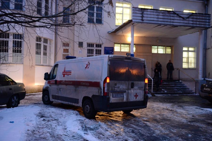 В Екатеринбурге хулиганы напали на бригаду скорой помощи: пострадал водитель