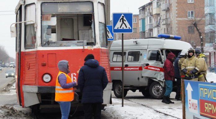 На Алтае в ДТП с трамваем пострадали медики скорой