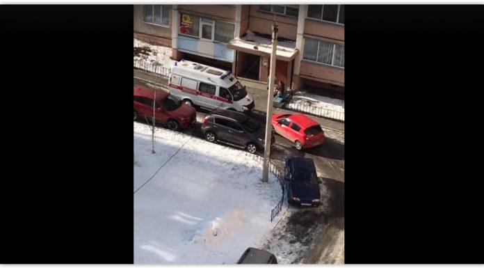 В Магнитогорске автомобиль заблокировал проезд скорой помощи