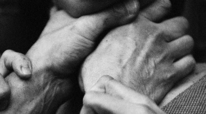 В Амурской области пациентка пыталась задушить фельдшера скорой