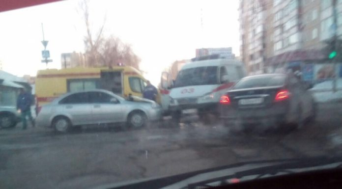 В Саратове в ДТП со скорой помощью пострадала фельдшер