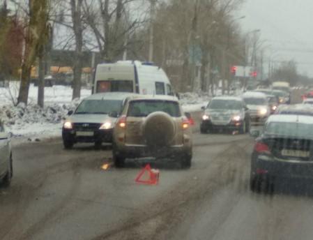 В Великом Новгороде скорая помощь столкнулась с внедорожником