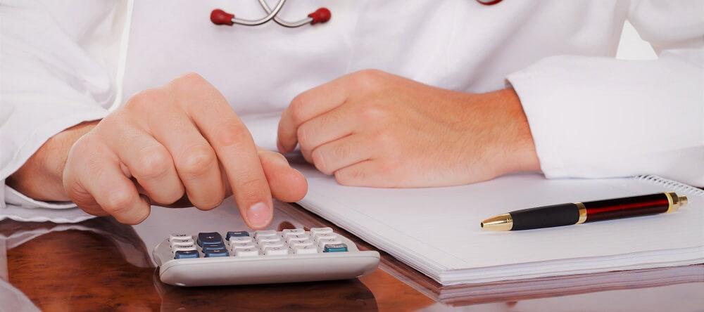Почему зарплаты медиков, о которых говорят чиновники, далеки от реальности