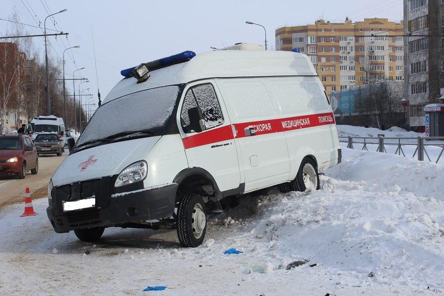Утром 18 марта в Йошкар-Оле на перекрёстке бульвара Чавайна и улицы Петрова произошло ДТП со скорой помощью. Об этом сообщила пресс-служба УГИБДД МВД РМЭ.