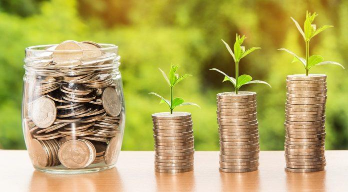 Средняя зарплата в Минздраве за год выросла на 2,3 тысячи рублей