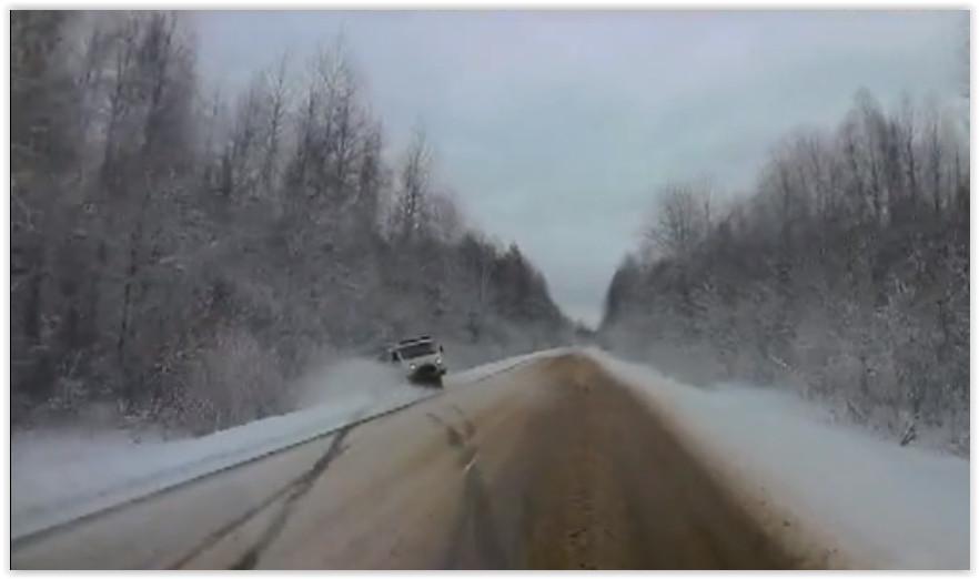 В Новогородской области машина скорой помощи улетела в кювет