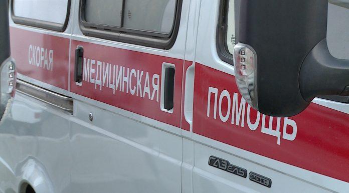 В Саратовской области наградили фельдшера, закрывшего собой коллегу от удара ножом
