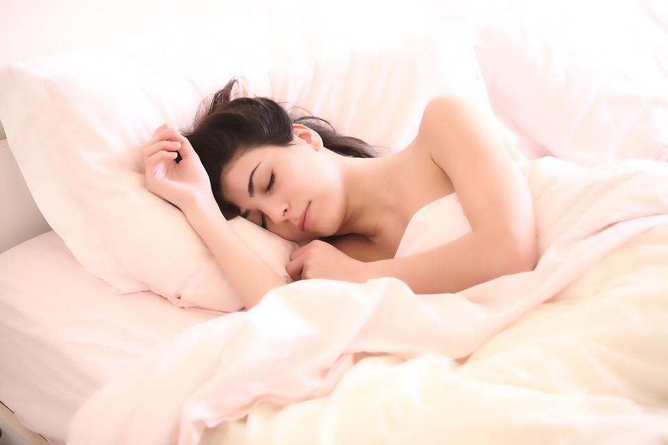 Врач-сомнолог о снотворных: «Большинство похожи на опиумные наркотики»