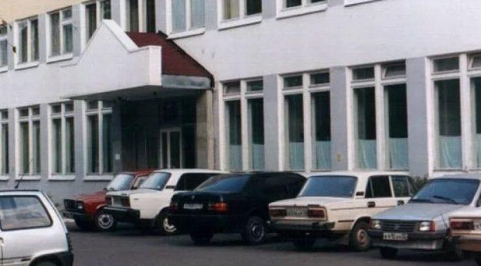 В Брянске мужчина выломал дверь поликлиники, чтобы попасть на приём к врачу