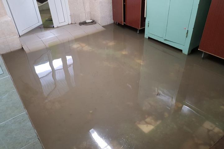 В Саратове затопило поликлинику