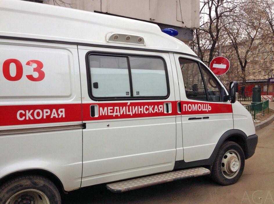 В Кировской области пьяный бегал за фельдшером с топором и разбил окна машины скорой