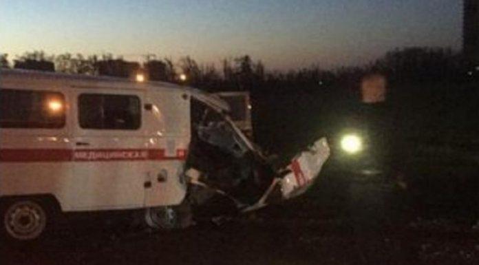 В Краснодаре скорая врезалась в экскаватор: водитель вылетел через лобовое стекло