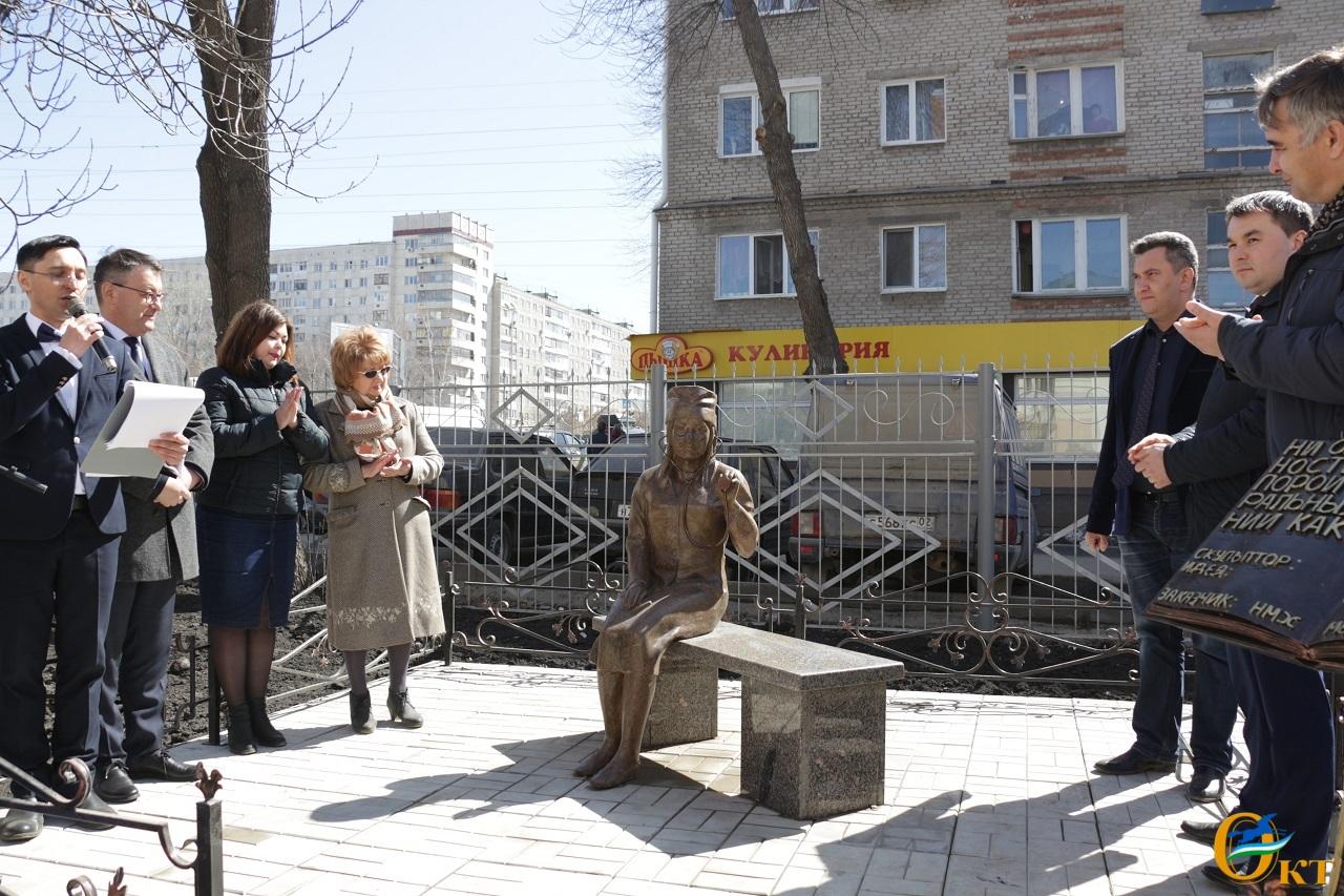В Уфе на улице Комсомольская, 133/3 установили новый арт-объект, посвящённый профессии врача. Об этом сообщила пресс-служба городской администрации.