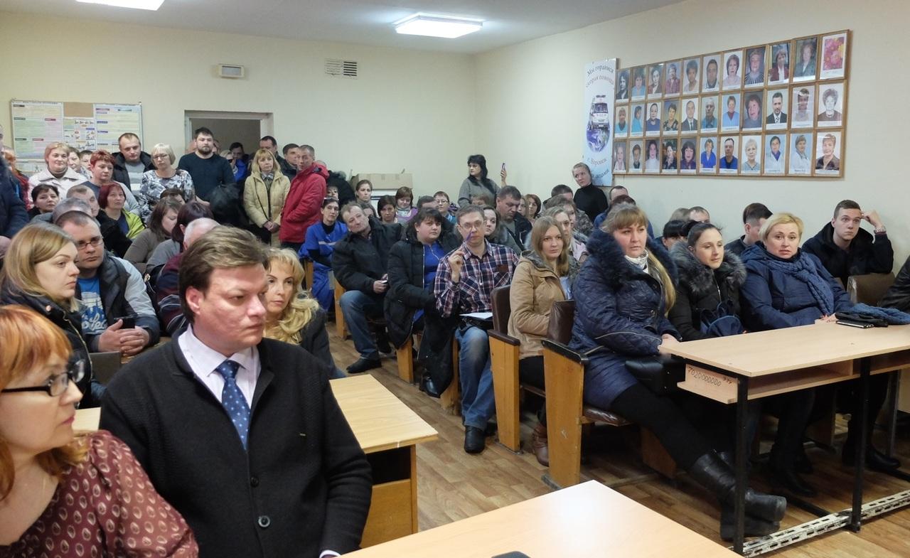 Сотрудники облздрава и профсоюза медиков встретились с фельдшерами, объявившими «итальянскую забастовку». Собрание проходило 30 марта в зале воронежской станции скорой помощи на территорииБСМП. Его посетили порядка 80 человек, передаёт36on.ru.