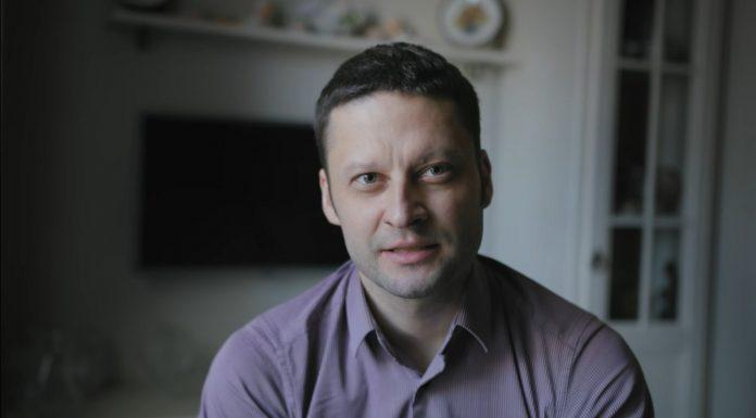 Петербургские онкологи побрились налысо в поддержку больного раком руководителя
