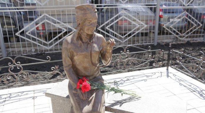 В Уфе установили памятник врачу
