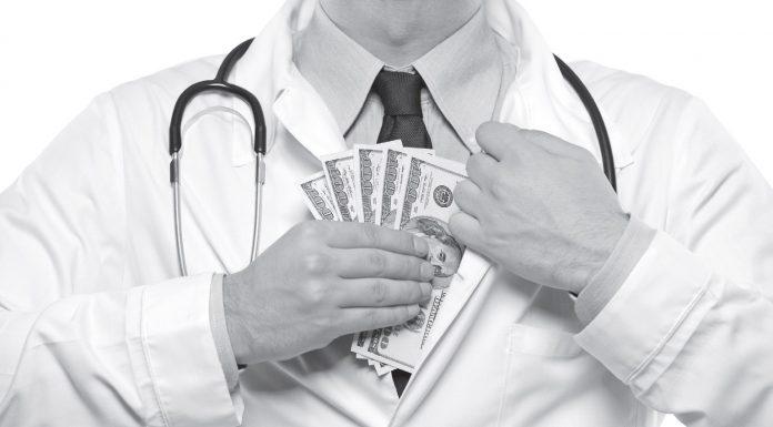 Севастопольский главврач незаконно повысил себе оклад и присвоил бюджетные деньги