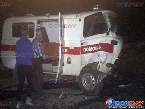 В Ростове скорая «лоб в лоб» столкнулась с иномаркой: трое пострадали