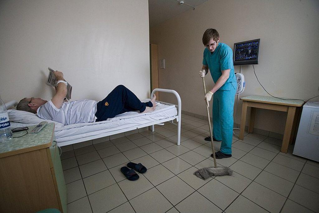 В Томске санитаров перевели в уборщики, чтобы не повышать зарплату