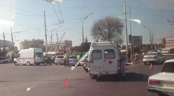 В Астрахани в ДТП со скорой помощью пострадала женщина