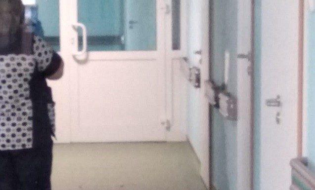 В новом сахалинском перинатальном центре снова обрушился потолок