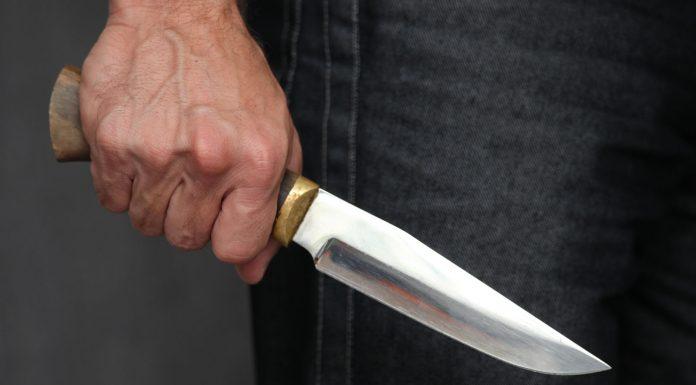 Пьяный алтаец с ножом угрожал фельдшеру скорой помощи