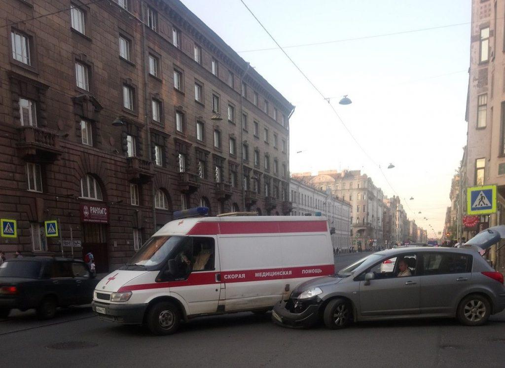 В Санкт-Петербурге иномарка столкнулась со скорой