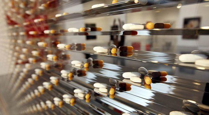 Благотворительные НКО просят исключить лекарства из закона о контрсанкциях