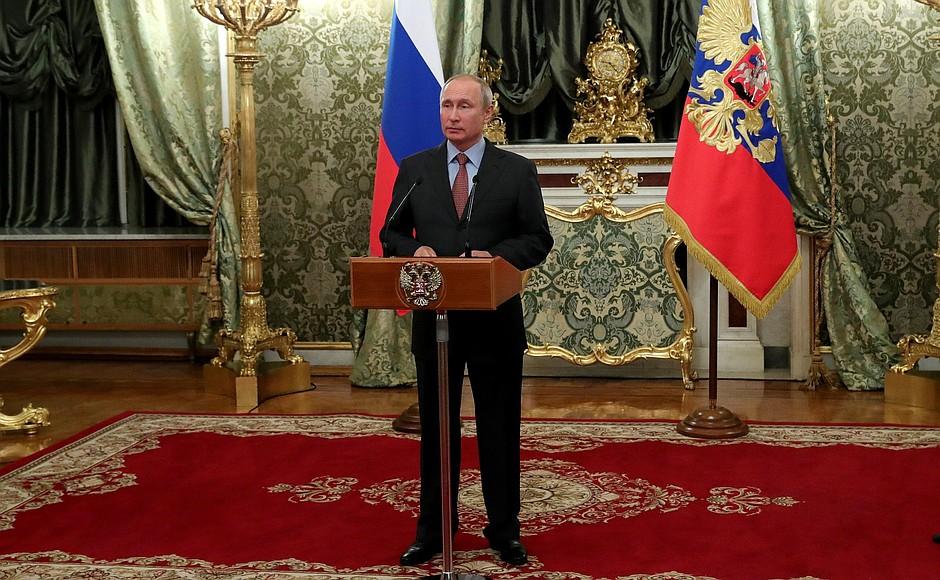 Путин: Зарплата врачей должна продолжать расти