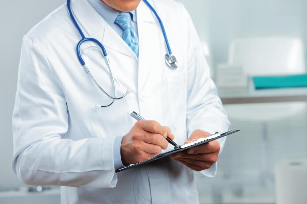 Эффективный контракт: почти половина врачей считает, что на зарплату влияет начальство