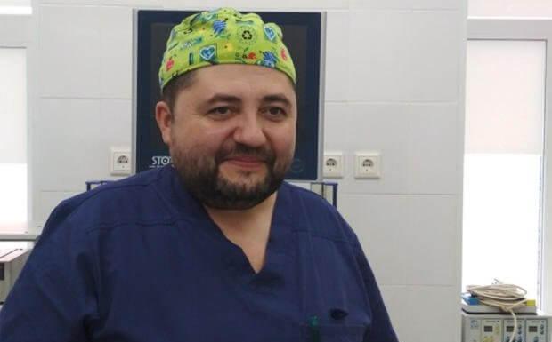 Хирург Илья Ага